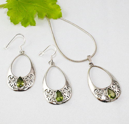 Peridot-Peardrop-Necklace-and-Earrings
