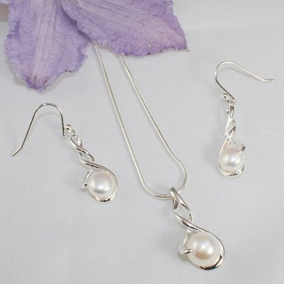 Pearl-Twist-\Necklace and Earrings