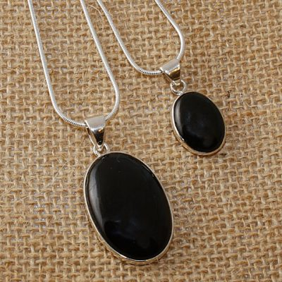 W-Jet-OVal-Necklaces